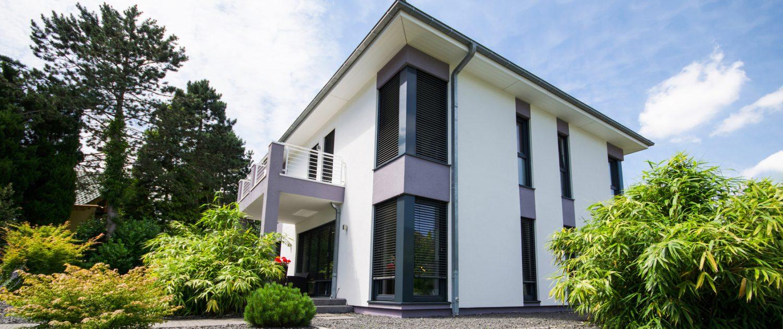 Foto modernes Haus mit Garten